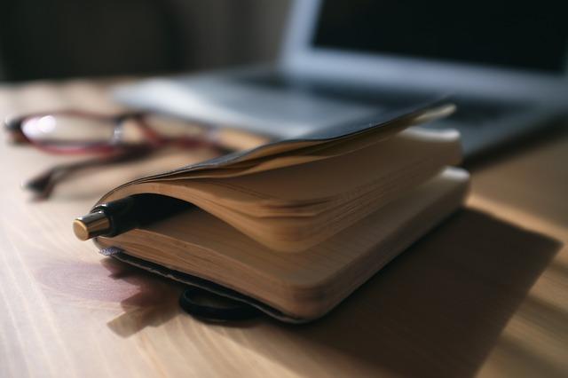 tužka v zápisníku.jpg