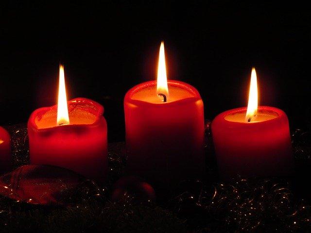 červené svíčky