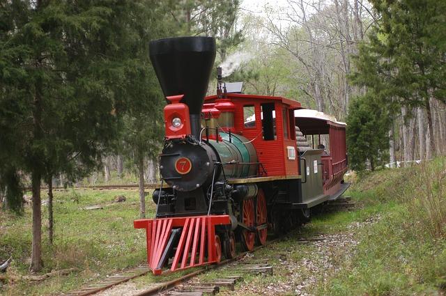 černá parní lokomotiva